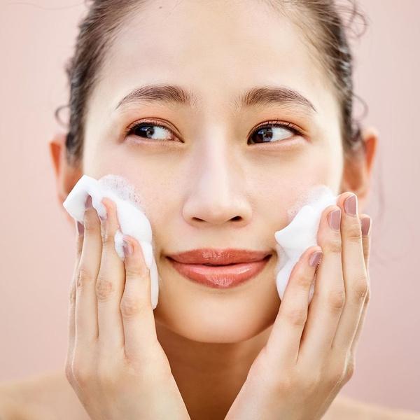 Фото №1 - Снимаем косметику по японской системе: 4 шага к идеальной коже