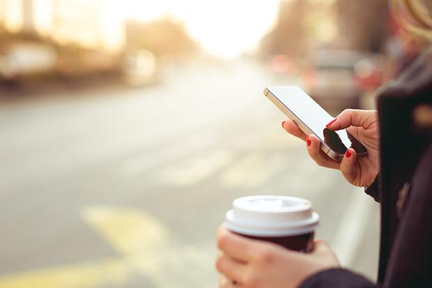 Фото №2 - А ты попробуй! Как SMS-флирт может оживить отношения