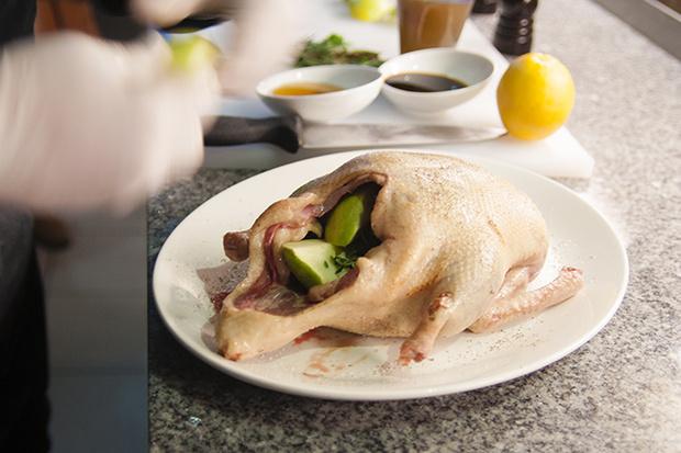 Фото №5 - Рождественская утка с яблоками: рецепт