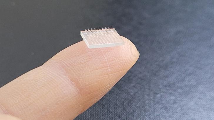 Фото №1 - Ученые создали «вакцинный пластырь», который эффективно заменяет инъекции