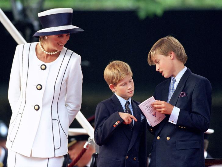 Фото №7 - Счастливое детство: самые трогательные выходы Дианы с Уильямом и Гарри