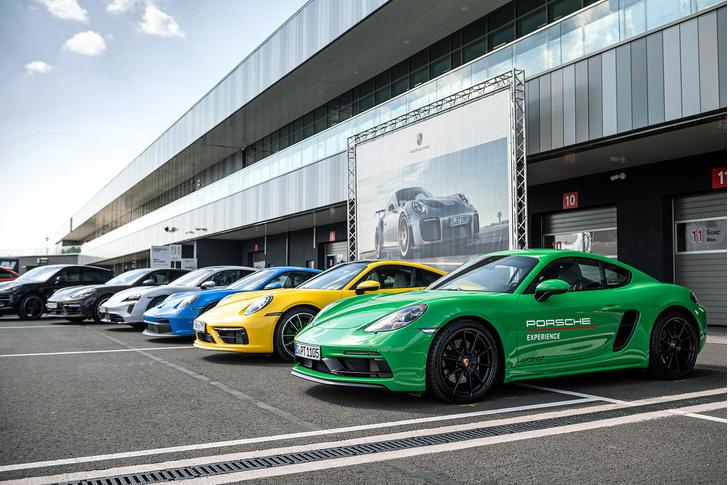 Фото №1 - Успеть за четыре часа: как Санкт-Петербург принял Porsche World Road Show