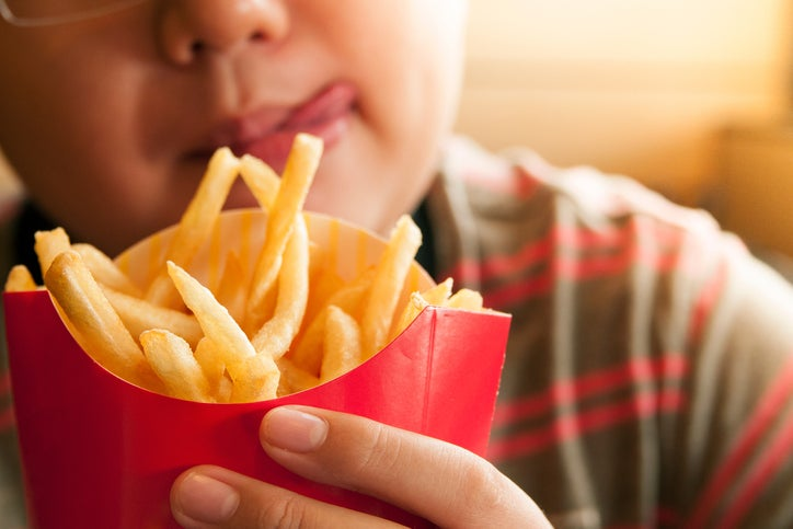 "Фото №1 - Психолог: «Объяснять ребенку ""Когда я ем, я глух и нем""— это абсурд»"