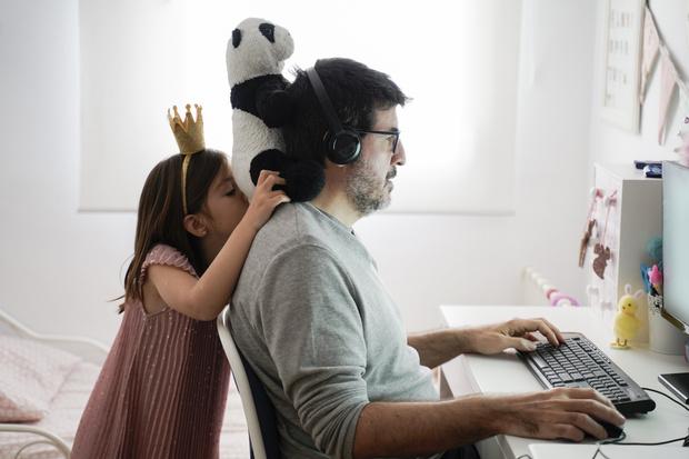 Фото №2 - Социальные сети против домашних обязанностей: мужчины и женщины на карантине