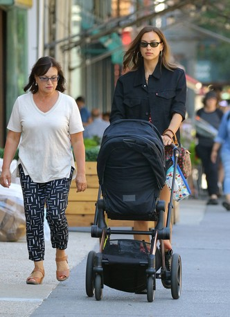 Фото №20 - Ген стиля: как выглядят и одеваются мамы супермоделей