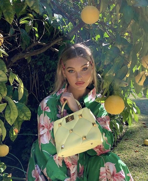 Фото №2 - Весне дорогу: Эльза Хоск показала, с какой сумкой в новом сезоне будут ходить все модели