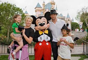 Хью Джекман с семьей, 2009 год