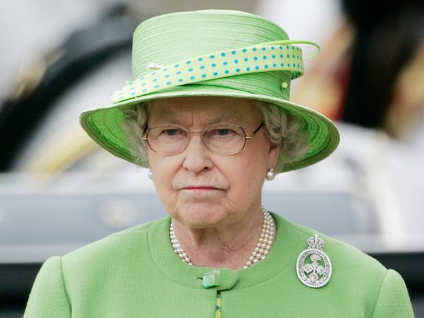 Фото №1 - Многолетняя традиция, от которой Королеве придется отказаться в этом году
