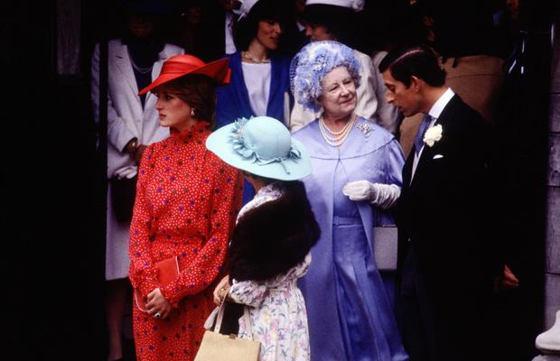 Фото №4 - Особые причины: почему Диана никогда не доверяла королеве-матери