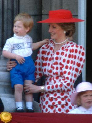 Фото №13 - Общий гардероб: 10 раз, когда Джордж, Шарлотта и Луи носили одежду друг друга