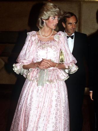 Фото №8 - От персикового до фуксии: как принцесса Диана носила розовый цвет (и почему он ей так шел)