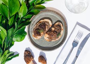 Фото №2 - Щи из крапивы и карпаччо из осьминога: необычные блюда из меню летних веранд
