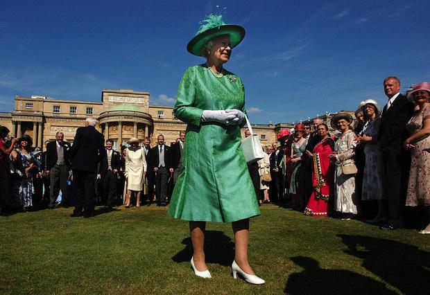 Фото №2 - Многолетняя традиция, от которой Королеве придется отказаться в этом году