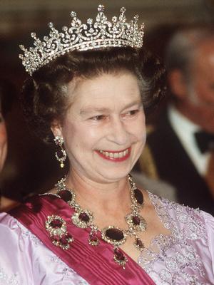Фото №2 - Полный комплект: самые роскошные парюры британской королевской семьи