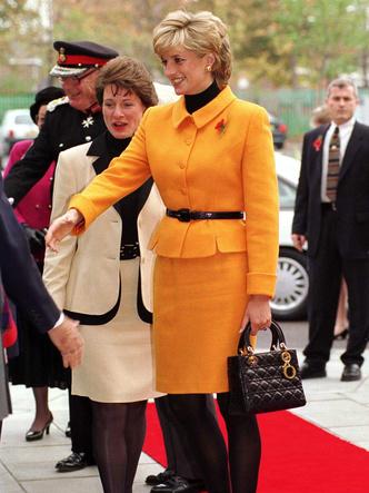 Фото №10 - Как принцесса Диана одевалась бы в наши дни (и осталась бы она иконой стиля?)