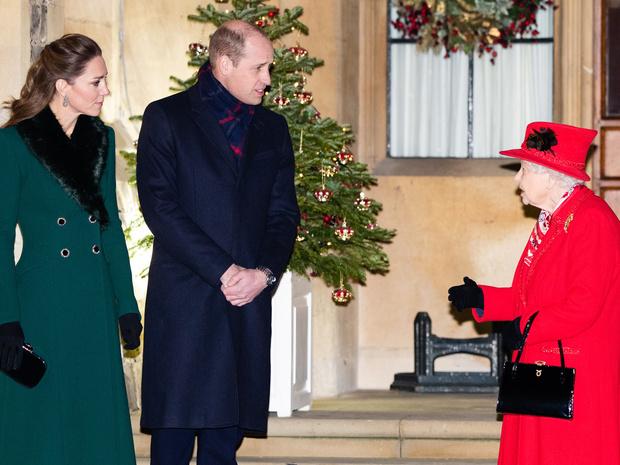 Фото №3 - Идеальная невестка: подарок, которым Кейт покорила Королеву