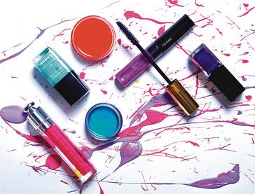 Блеск для губ Dior Addict Ultra-Gloss, тон Flash, Dior – Лак для ногтей Le Vernis, тон Nouvelle Vague, Chanel – Цветной бальзам для губ Tinted Lip Conditioner SPF 15, тон Gentle Coral, MAC – Блеск для губ LuminizingLip Gloss, тон VI107, Shiseido – Лак для ногтей Vernis Please!, тон Purple Impression, Givenchy – Тушь Mascara Volume Effet Faux Cils, тон 3, Yves Saint Laurent – Тени для век Aqua Cream, тон 21, Make Up For Ever.