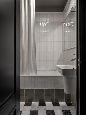 Фото №17 - Квартира с винтажной и дизайнерской мебелью в сталинке