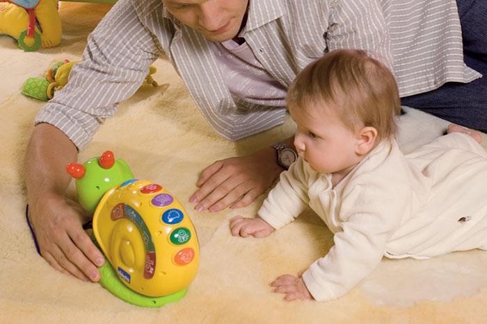 как научить ребенка ползать