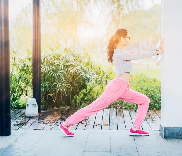 Фото №3 - 6 упражнений у стены для красоты