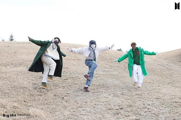 Фото №62 - Снежные ангелы: Big Hit Entertainment выложил 65 новых фото BTS 😍