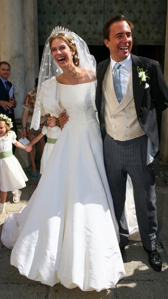 Фото №3 - Платье из сказки и роскошная тиара: как прошла свадьба принцессы Лихтенштейна