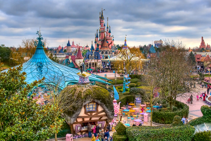 """Фото №2 - Съемка в Disneyland Париж для читателей журнала """"Cчастливые родители"""""""