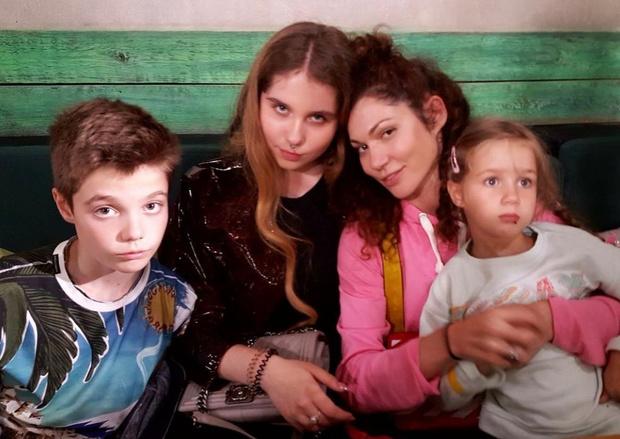 Фото №7 - «Радуйтесь, но не будьте довольны»: история известной столичной бизнесвумен, которая после двух разводов вышла замуж с тремя детьми