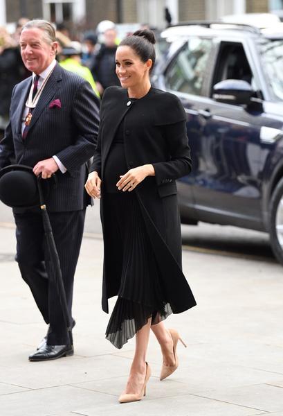 Фото №2 - Меган Маркл потратила миллион на платья за три дня