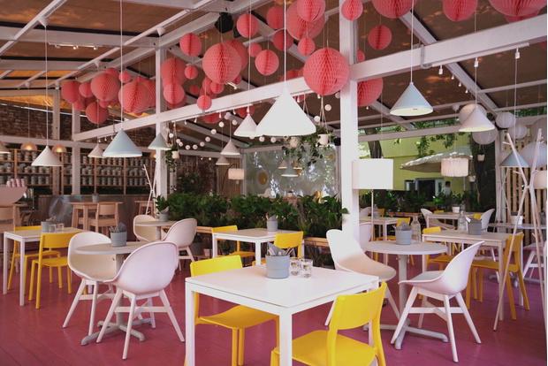 Фото №1 - Летняя pop-up веранда Eggsellent в ресторане «Фаренгейт» от дизайнеров ИКЕА
