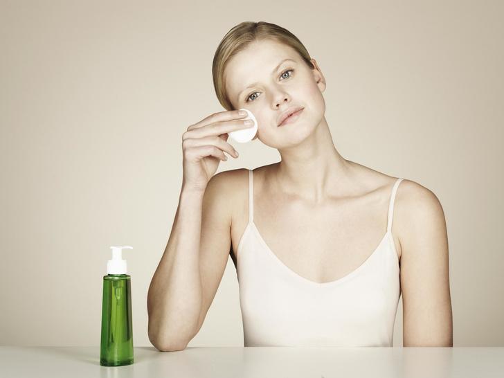 Фото №3 - Скорая помощь: 8 быстрых способов убрать раздражение на коже лица