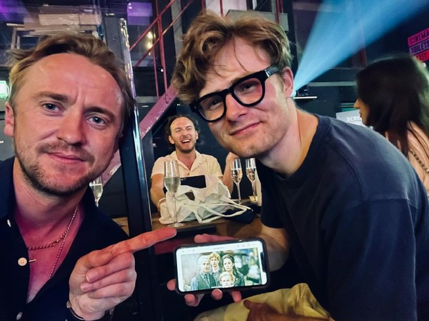 Фото №2 - Team Malfoy! Том Фелтон встретил экранного сына спустя 10 лет