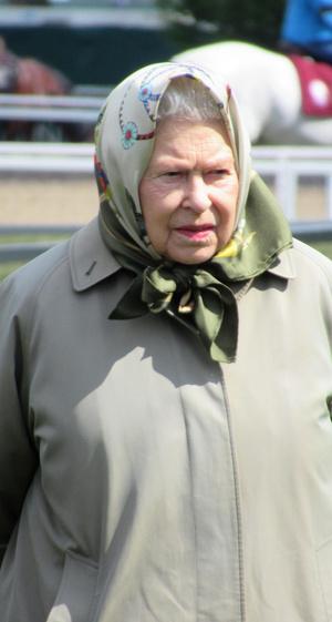Фото №2 - Авоська, тапки и платочек: звезды, которые одеваются как дачницы