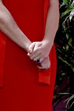 Фото №2 - Гвинет Пэлтроу показала шикарное обручальное кольцо на морщинистой руке