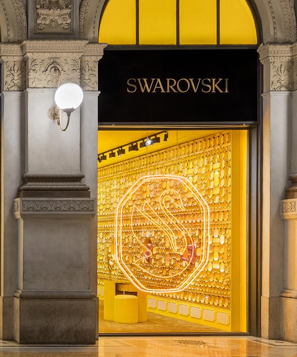 Новая вселенная Swarovski: как изменился слоган, символ и магазины бренда?