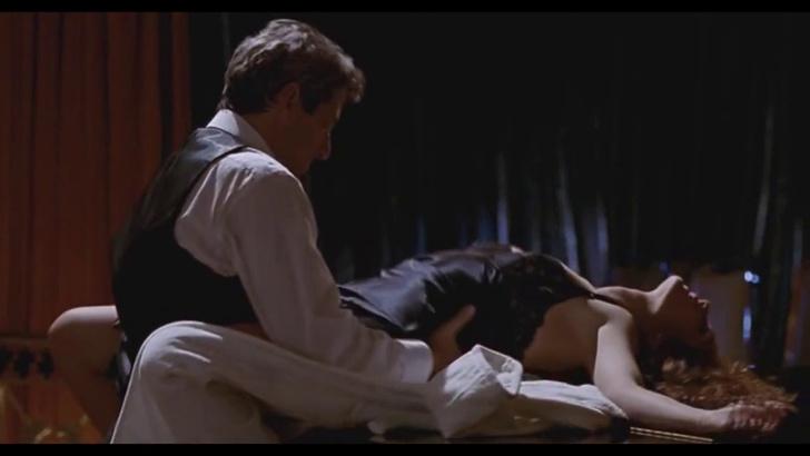 Фото №4 - 6 сцен из фильмов, возбуждающих женщин сильнее, чем любое порно