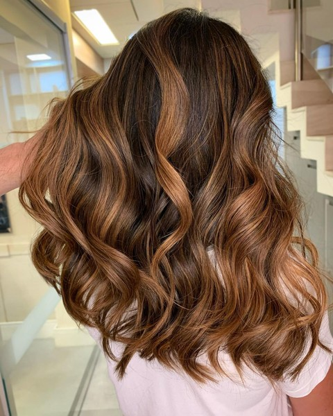 Фото №1 - Мелирование на темные волосы: идеи окрашивания