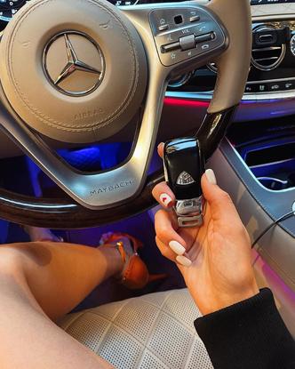 Клава Кока купила себе машину