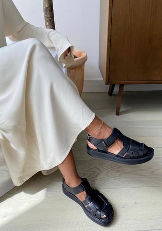 Фото №8 - «Рыбацкие» сандалии: как носить самый спорный тренд года