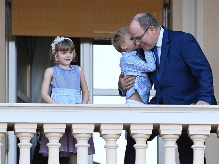 Фото №2 - Вслед за мамой: в сети обсуждают «бунтарскую» стрижку принцессы Монако Габриэллы