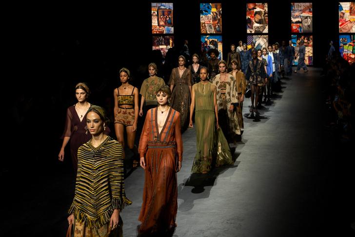 Фото №1 - Мистические витражи и ода культовым писательницам: что означали скрытые символы на показе Dior SS 2021