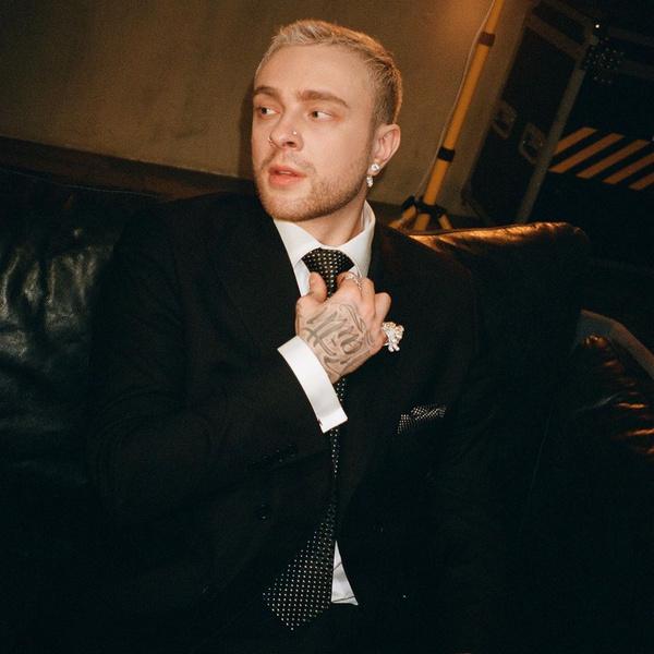 Фото №1 - Егор Крид расплакался, когда исполнял песню про Валю Карнавал
