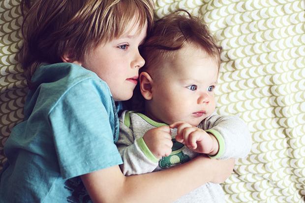 Фото №3 - Тихий час на двоих: как уложить и старшего, и младшего