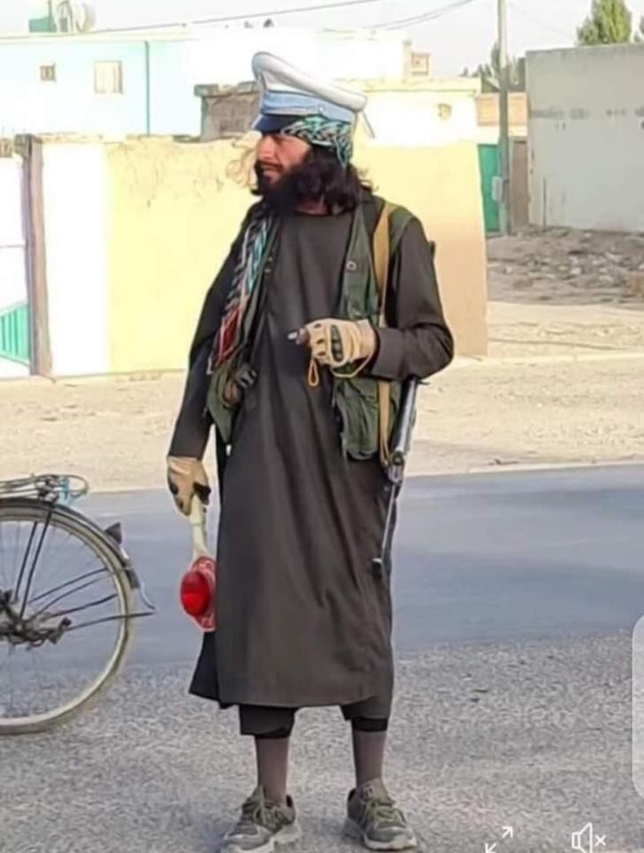 Фото №3 - В Интернете нашли самых модных боевиков из Афганистана (галерея и немного фотожаб)