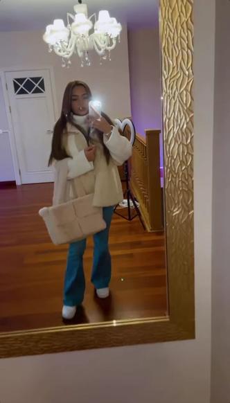 Фото №2 - Тренд: учимся носить плюшевую сумку как Валя Карнавал