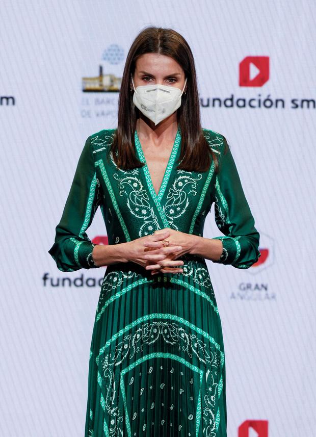 Фото №3 - Идеальное изумрудное платье на лето найдено! Показывает королева Летиция