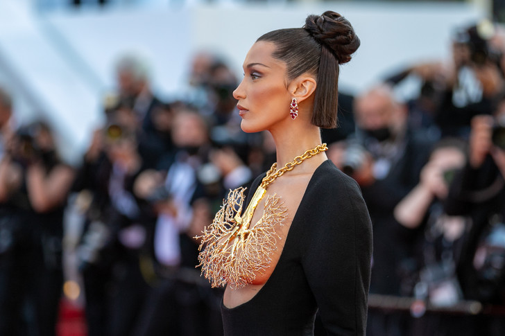 Фото №2 - Как модно носить пучок: креативная идея от Беллы Хадид