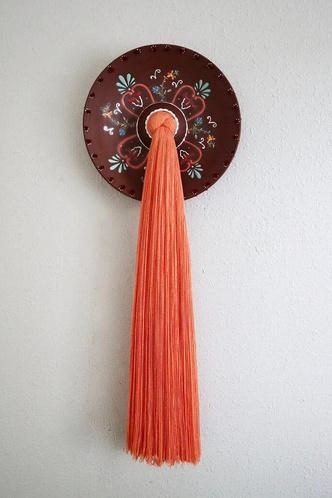 Фото №6 - Тарелки с вышивкой: необычные работы Николь Маклафлин