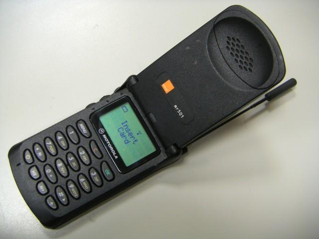 Фото №2 - Самые лучшие телефоны-раскладушки из нулевых и девяностых