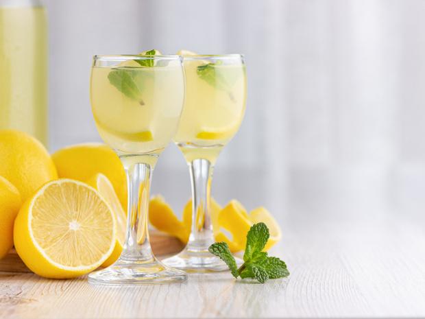 Фото №2 - От лимончелло до имбирной: 5 рецептов домашних настоек